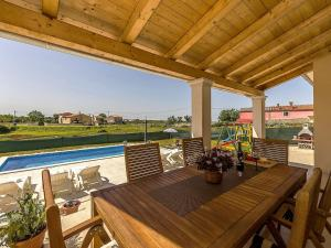 Holiday home Villa Mikela, Vily  Tinjan - big - 26