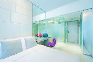 iSelect Queen Room