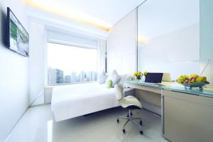 iSelect Premier Queen Room with Partial Harbour View