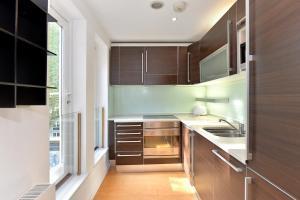 101 Lexham Gardens APT. 9, Apartmány  Londýn - big - 10