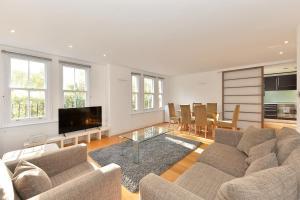 101 Lexham Gardens APT. 9, Apartmanok  London - big - 2