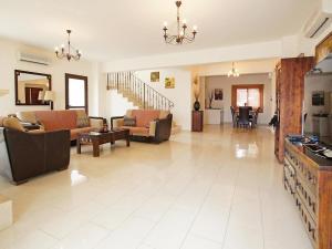 Villa KPBWB32, Holiday homes  Paralimni - big - 17
