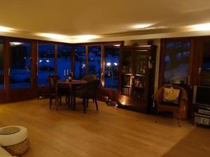 Apartment Panoramaferienwohnung Waldkircher, Apartmány  Krattigen - big - 7