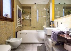 Romantic Apartment Porta Venezia, Apartmány  Miláno - big - 14