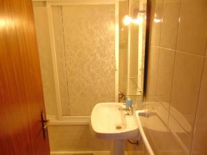 Low Cost Apartment, Apartments  Peniche - big - 27