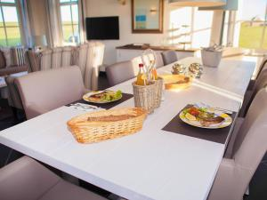 Holiday Home 10p. Wellnesswoning, Holiday homes  Colijnsplaat - big - 6
