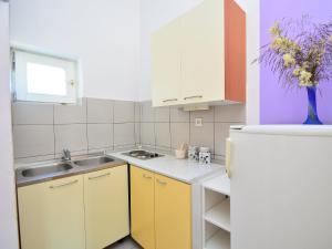 Apartment Karlo.4, Apartmány  Tribunj - big - 9