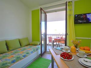 Apartment Karlo.3, Ferienwohnungen  Tribunj - big - 8