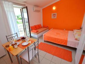 Apartment Karlo.2, Ferienwohnungen  Tribunj - big - 2