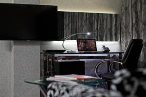 Executive King Studio