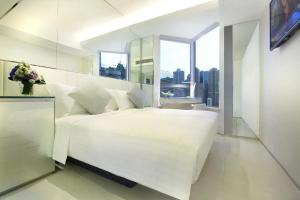 iPlus Premier Twin Room with Partial Harbour View