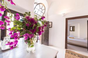 Santorini Heritage Villas, Vily  Megalokhori - big - 141
