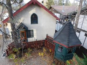 Castle Wood Theme Cottages- COUPLES ONLY, Hotels  Big Bear Lake - big - 53