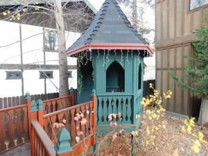 Castle Wood Theme Cottages- COUPLES ONLY, Hotels  Big Bear Lake - big - 5