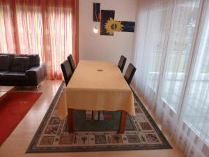 Apartment Surselva Park, Apartments  Flims - big - 21