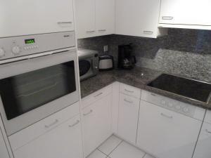 Apartment Surselva Park, Apartments  Flims - big - 16