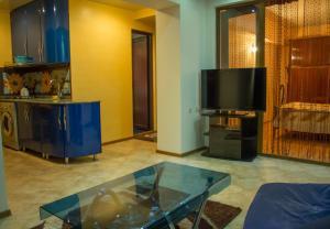 Apartment on 26 May 10/12, Apartments  Batumi - big - 8