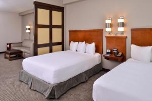 Queen Room with Two Queen Beds and Sofa Bed - High Floor