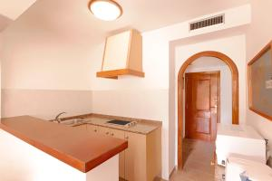 Apartamentos Colomar, Apartments  Es Figueral Beach - big - 10