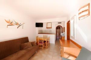 Apartamentos Colomar, Apartments  Es Figueral Beach - big - 3