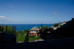 Ocean Spray, Apartments  Anse Etoile - big - 17