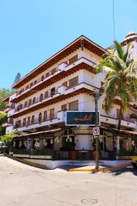 Olas Altas Suites Departamentos, Отели  Пуэрто-Вальярта - big - 1
