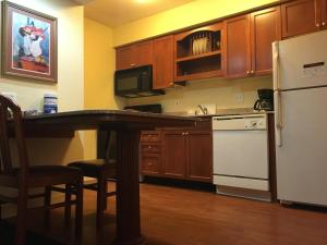 Queen Room with Kitchenette - Disability Access
