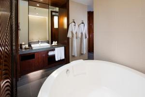 Hilton Sanya Yalong Bay Resort & Spa, Resorts  Sanya - big - 23