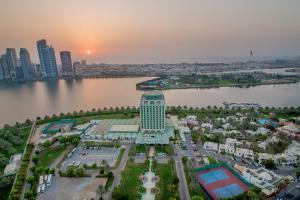 Hotel Holiday International, Hotely  Sharjah - big - 38