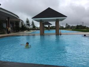 Wind Residence with View of Taal Lake, Apartmanok  Tagaytay - big - 1