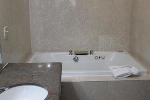 Queen Suite with Spa Bath- Non-SMoking
