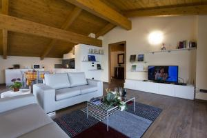 Casa Attico Al Porto, Ferienwohnungen  Pianello Del Lario - big - 19