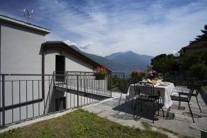 Casa Attico Al Porto, Ferienwohnungen  Pianello Del Lario - big - 17