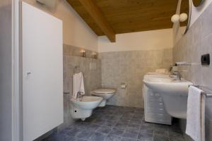 Casa Attico Al Porto, Ferienwohnungen  Pianello Del Lario - big - 15
