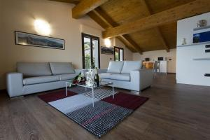 Casa Attico Al Porto, Ferienwohnungen  Pianello Del Lario - big - 12