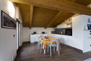 Casa Attico Al Porto, Ferienwohnungen  Pianello Del Lario - big - 9