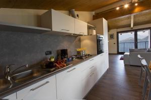 Casa Attico Al Porto, Ferienwohnungen  Pianello Del Lario - big - 4