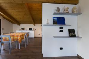 Casa Attico Al Porto, Ferienwohnungen  Pianello Del Lario - big - 3
