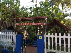 Curlies Guest House