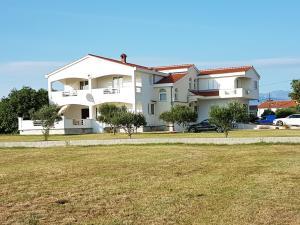 Apartments Mrdelja