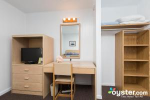 Deluxe One-Bedroom Suite (4 adults + 2 children)
