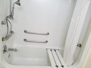 King Room with Bath Tub - Disability Access
