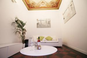 Spanish Steps Art Apartment - abcRoma.com