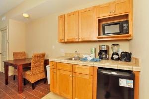 Two-Bedroom Apartment 736-738