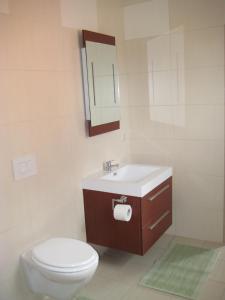 Two-Bedroom Holiday home in Dranske I, Holiday homes  Lancken - big - 2