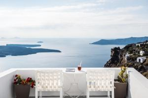 On The Rocks - Small Luxury Hotels of the World(Imerovigli)