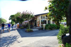 Camping Bella Italia, Villaggi turistici  Peschiera del Garda - big - 31