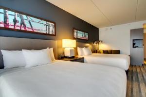 Номер с 2кроватями размера «queen-size» и диваном-кроватью