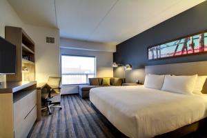 """Люкс с 1 спальней с кроватью размера """"king-size"""" и диваном-кроватью"""