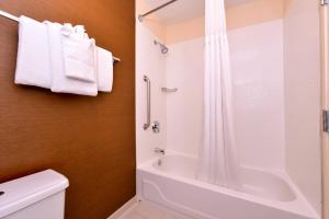 Fairfield Inn & Suites Louisville North / Riverside, Отели  Jeffersonville - big - 11